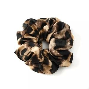 Boutique Accessories - Leopard Print Hair Scrunchies